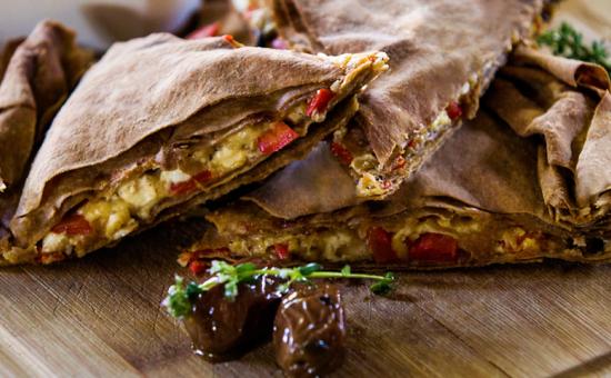 Πίτα με φύλλο Ολικής Άλεσης Χρυσή Ζύμη με Μανιτάρια και Κόκκινες Πιπεριές