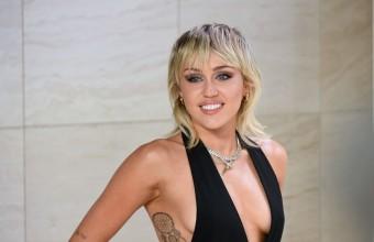 Η Miley Cyrus καταγγέλλει τα MTV VMA