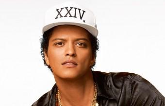 O Bruno Mars χάρισε 24.000 γεύματα σε ανθρώπους της πατρίδας του