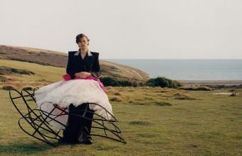 Ο Harry Styles είναι ο πρώτος άντρας που φιλοξενείται μόνος του στο εξώφυλλο της «Vogue»