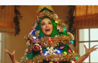 Η Katy Perry τραγούδησε ντυμένη χριστουγεννιάτικο δέντρο !
