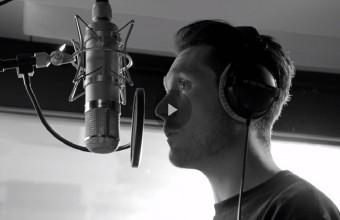 50 διάσημοι καλλιτέχνες ενώνουν φωνές για τα θύματα του «Grenfell Tower» (βίντεο)