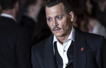 Ο Johnny Depp πήγε (πολύ) μεθυσμένος στην πρεμιέρα του! (video)