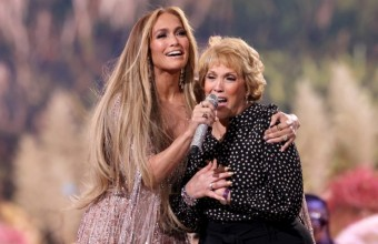 Η Jennifer Lopez τραγούδησε μαζί με τη μητέρα της στη σκηνή!