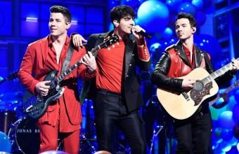 Ο Nick Jonas λέει ότι οι Jonas Brothers «περιμένουν την κατάλληλη στιγμή» για να κυκλοφορήσουν νέα μουσική!