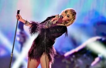 Η Miley Cyrus έπαθε κρίση πανικού επί σκηνής – Τι είπε στο κοινό