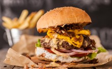 PΑΧ HOMEMADE BURGERS! Νέο burger spot στο κέντρο της πόλης!