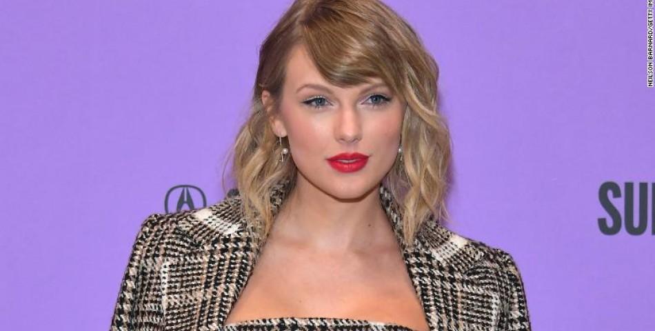 Taylor Swift: Ισοφαρίζει το ρεκόρ του Michael Jackson καθώς το «Evermore» επανέρχεται στο Νο. 1!