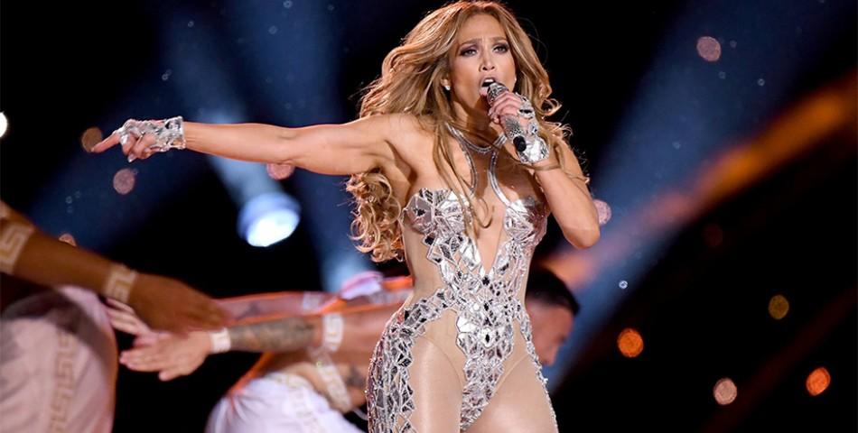 Η Jennifer Lopez δηλώνει θαυμάστρια της Rosalía και της Dua Lipa!