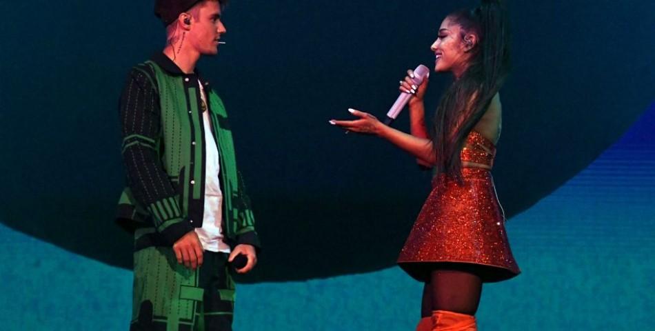 Η Ariana Grande μαζί με τον Justin Bieber στη σκηνή του «Coachella»