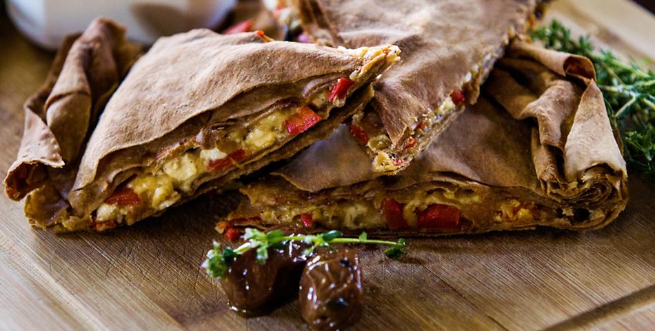 Πίτα με φύλλο ολικής άλεσης Χρυσή Ζύμη, μανιτάρια και κόκκινες πιπεριές