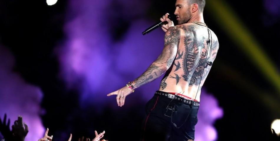 """Δείτε την εκρηκτική εμφάνιση των Maroon 5 στο """"Super Bowl"""""""