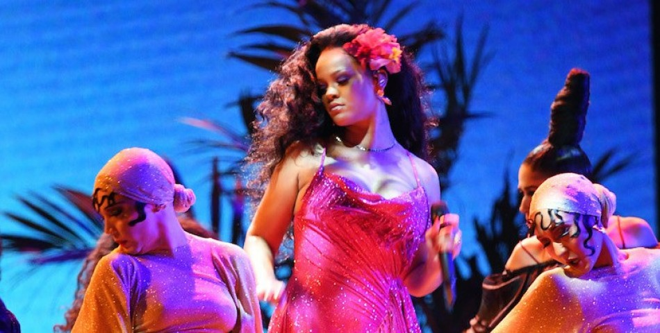 Είναι έγκυος η Rihanna;