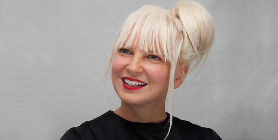 H Sia έγινε γιαγιά !